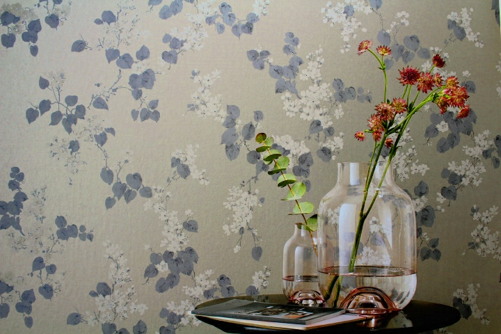warm metallic flower wallpaper for bedroom