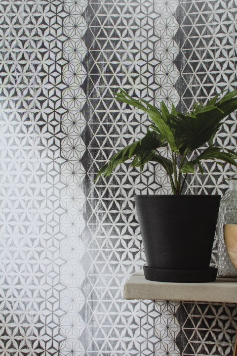 hexagon inspired black and silver patterned wallpaper