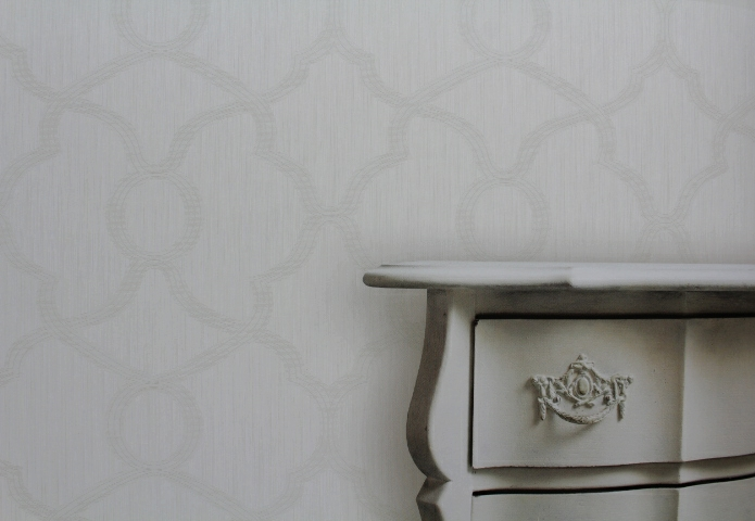 white traditional wallpaper