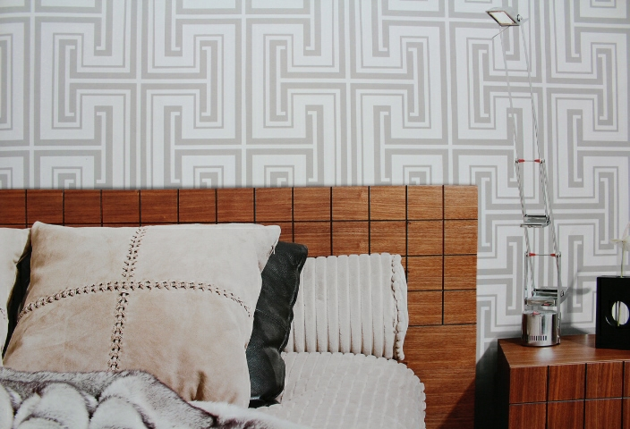 silver and white geometric wallpaper