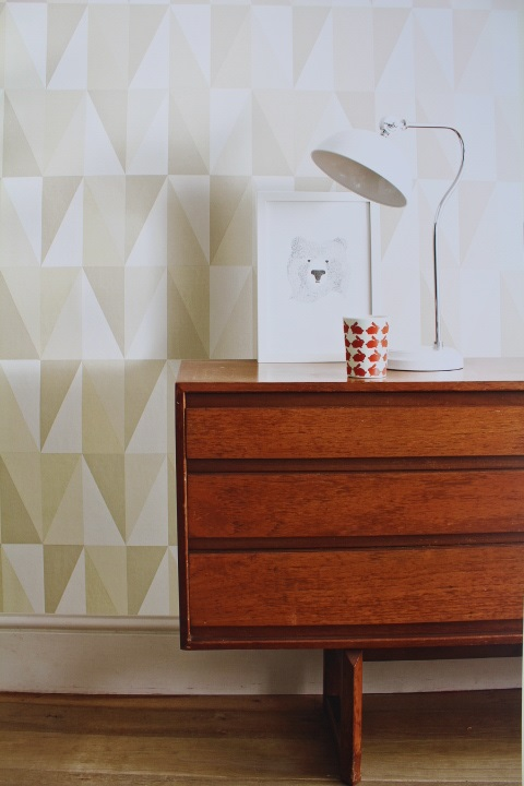 neutral geometric triangle wallpaper