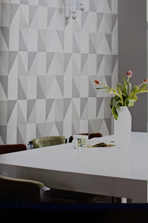 grey and white geometric triangle wallpaper