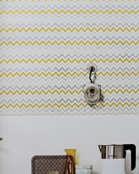 grey and yellow zigzag wallpaper